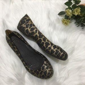Crocs animal print  flats/moccasins waterproof 7
